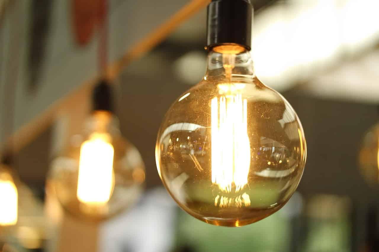 bien installer les lampes de la salle à manger