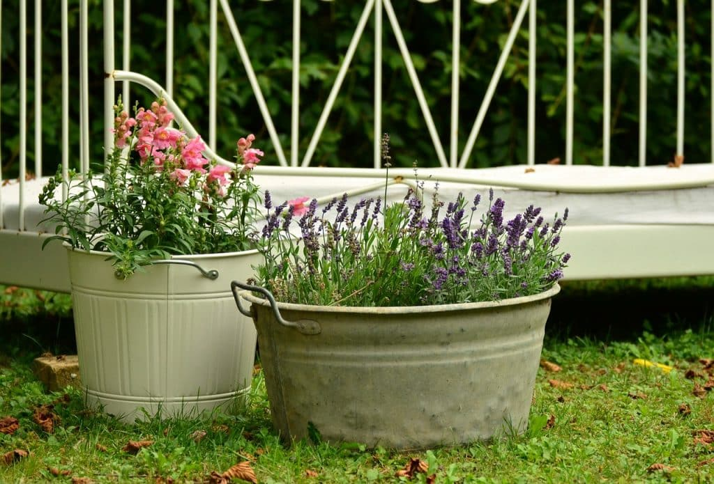 pot de fleurs original vieux ustensile de cuisine