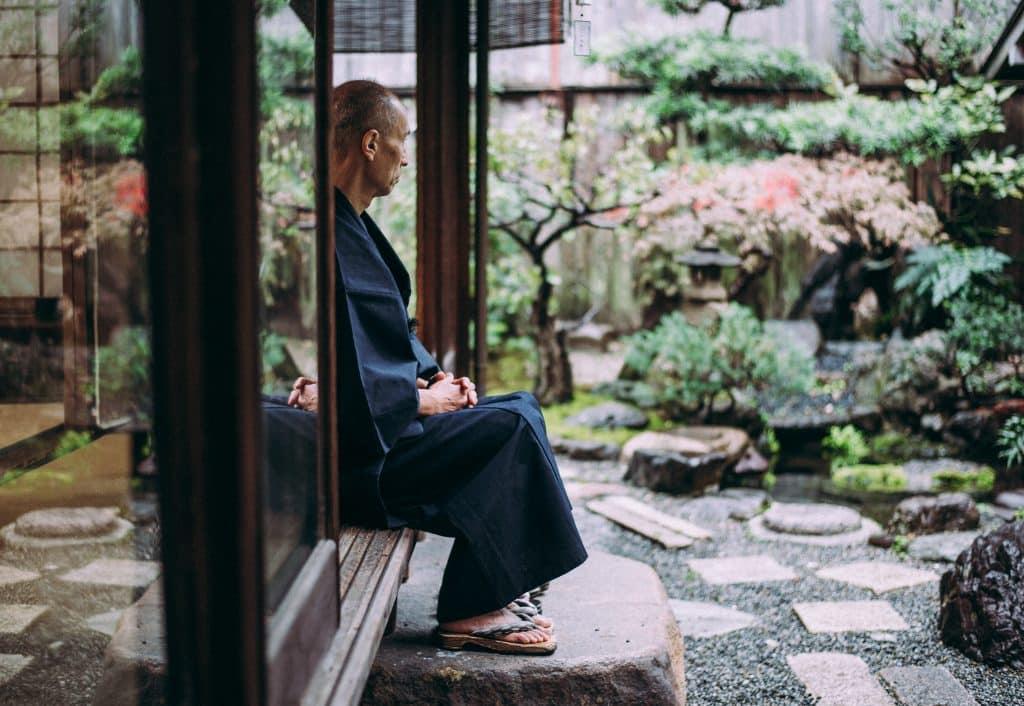 décoration de jardin japonais extérieur eau élément essentiel