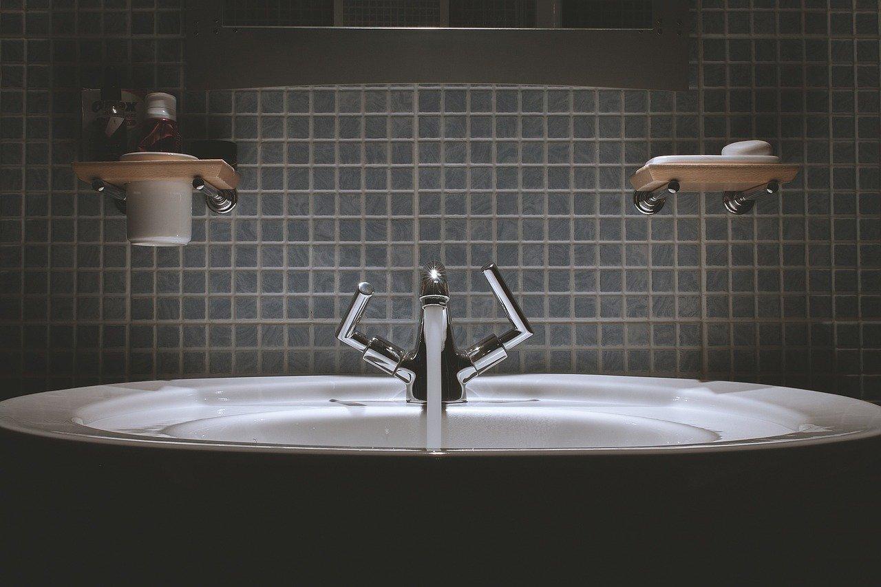 entretenir les joints de la salle de bains
