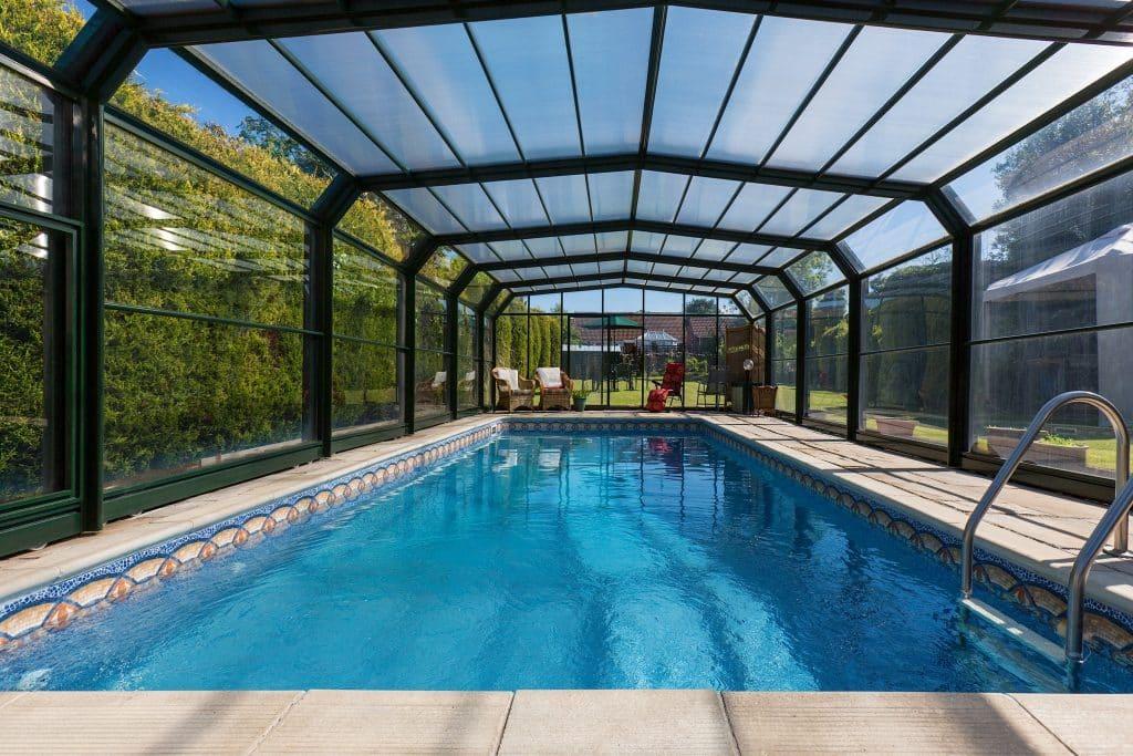 abri de piscine sécuriser accès