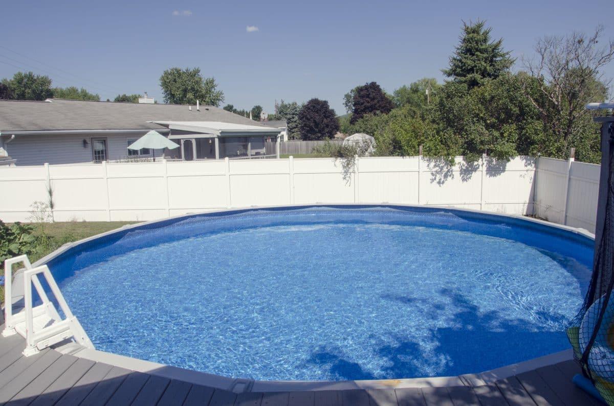 dalle de protection pour piscine hors-sol est-il préférable à un lit de sable