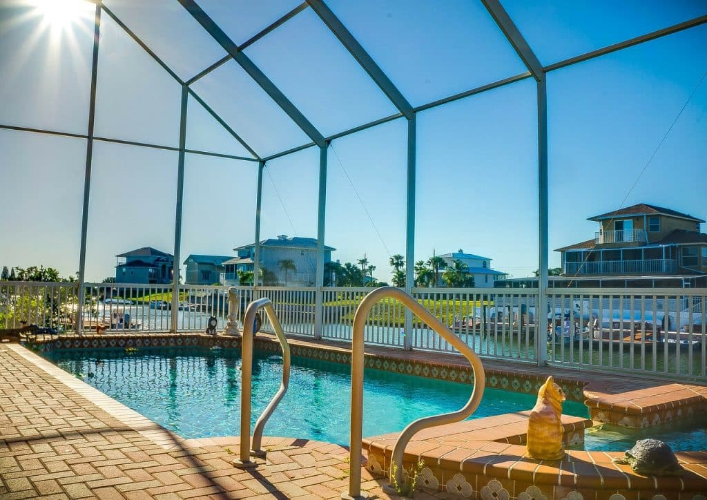piscine d'intérieur coût