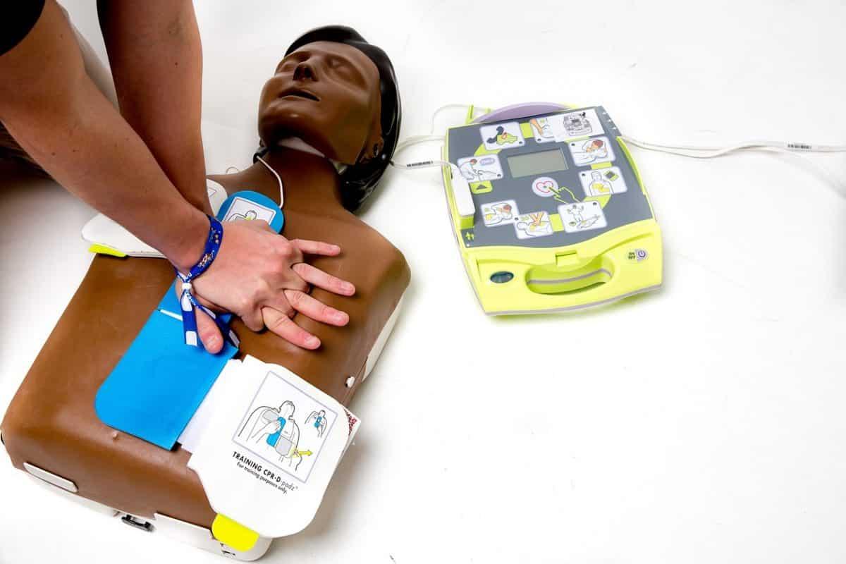 s'équiper d'un défibrillateur