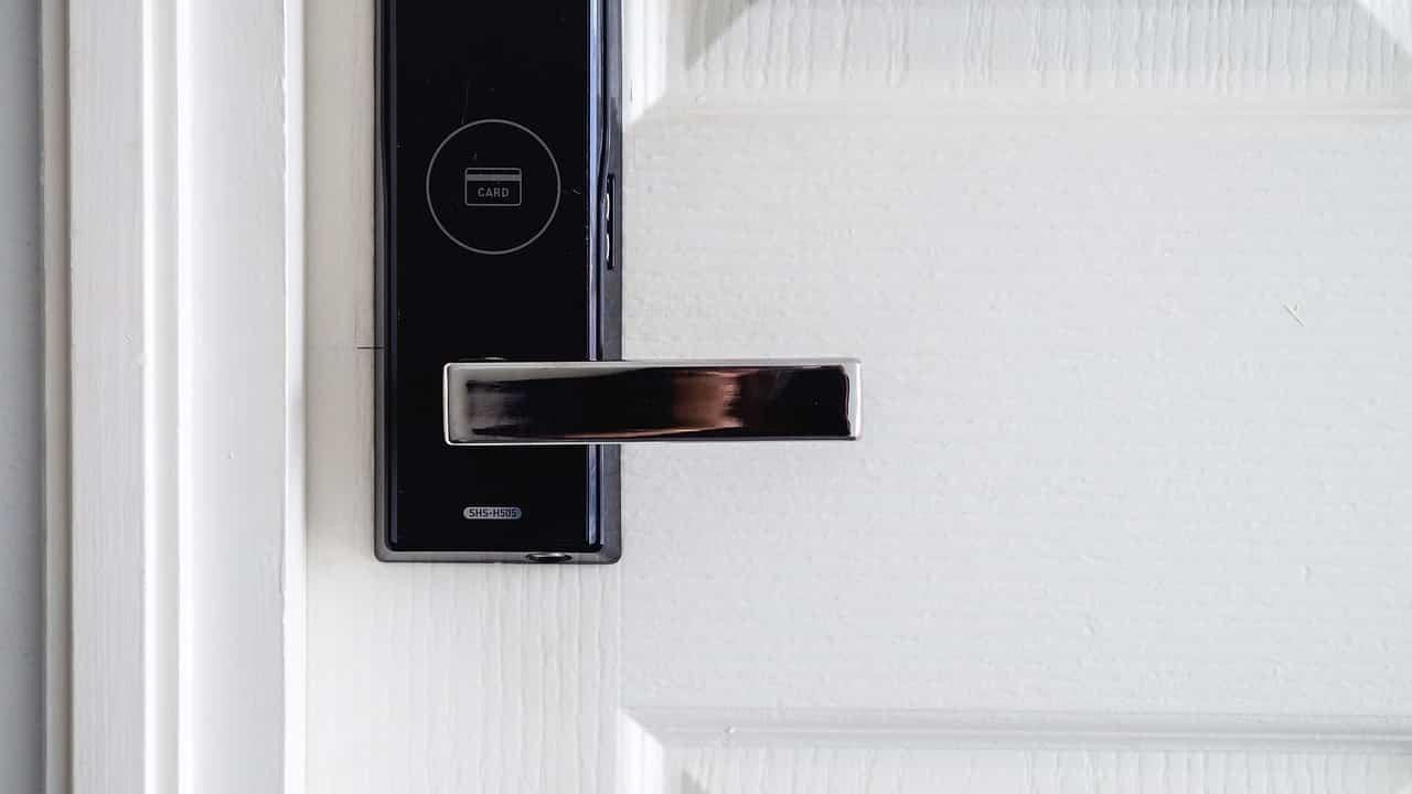 ouvrir sa porte avec une radio