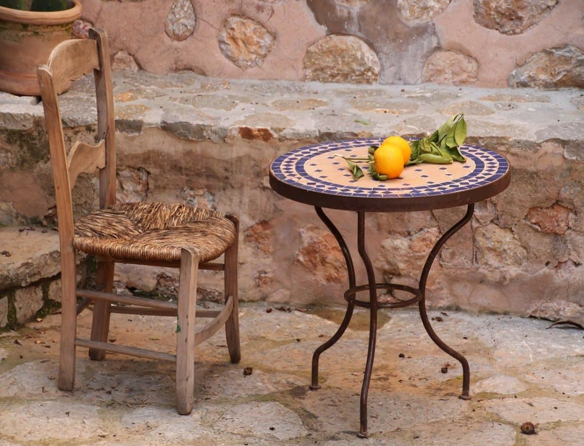 quelle table de jardin en mosaïque choisir