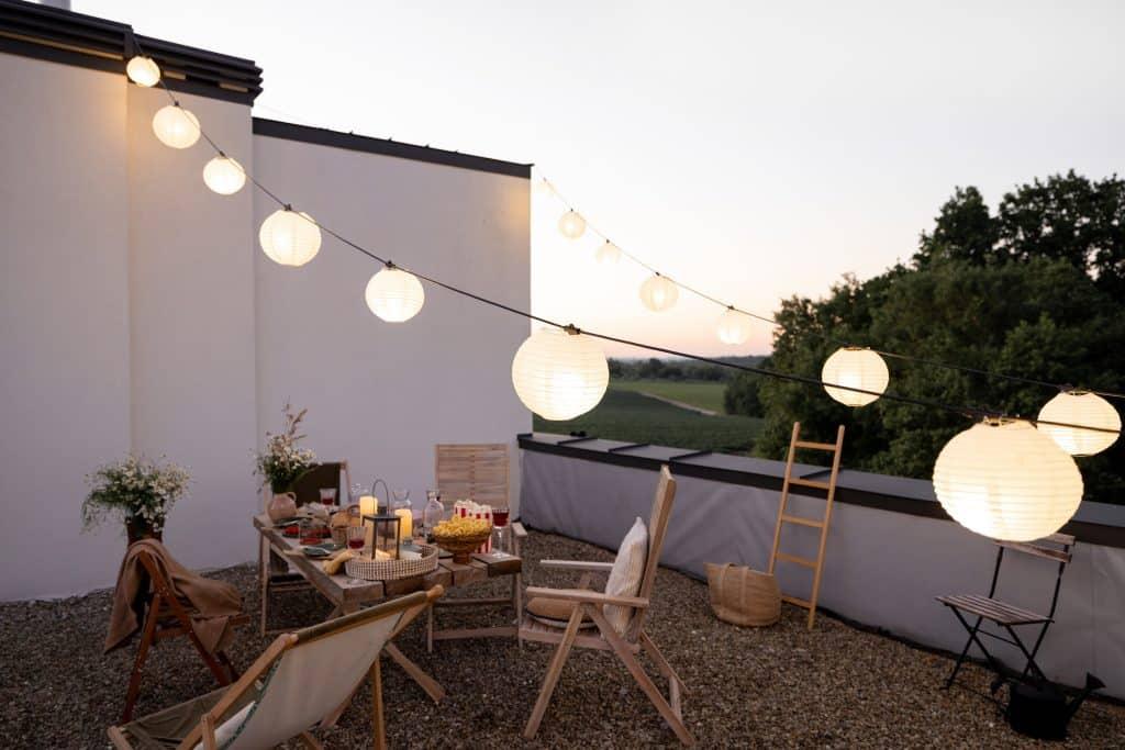 bien aménager votre terrasse éclairage pour soirée d'été