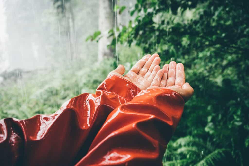 récupérer l'eau de pluie sans gouttière avec une bâche