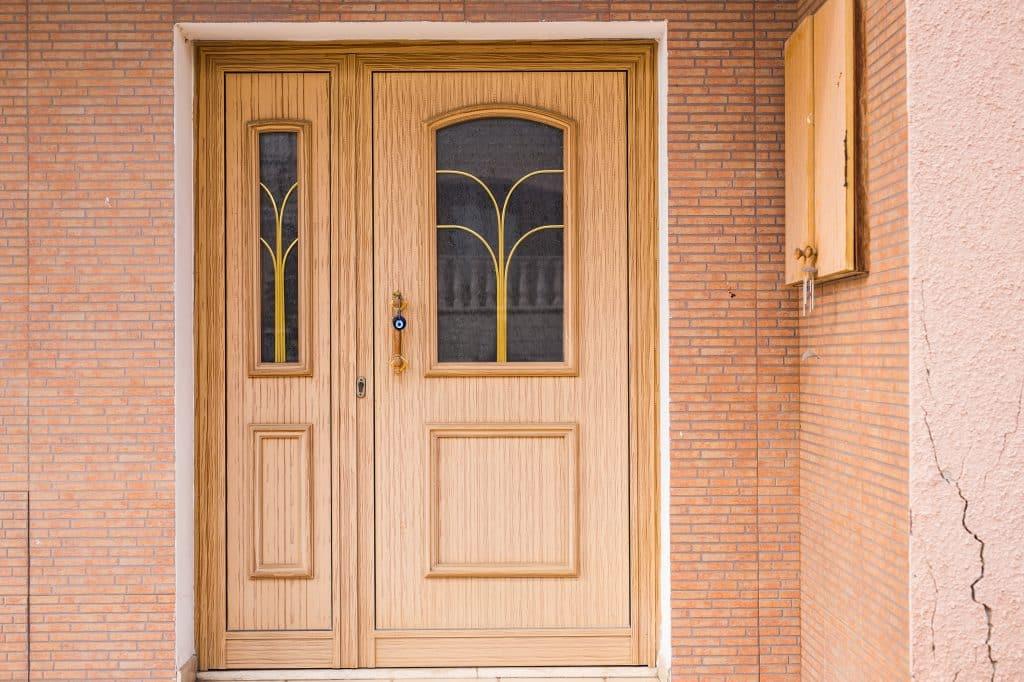 aménagement d'entrée extérieure de maison porte d'entrée