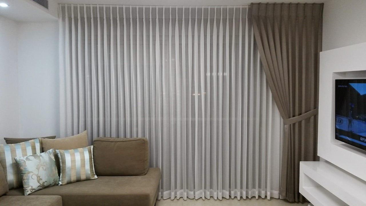 mettre un rideau devant un dressing