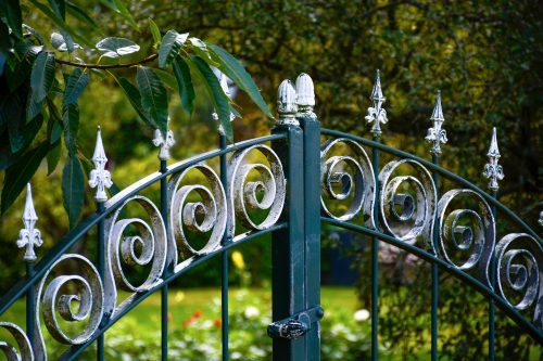 epeindre un portail en fer déjà peint conseil