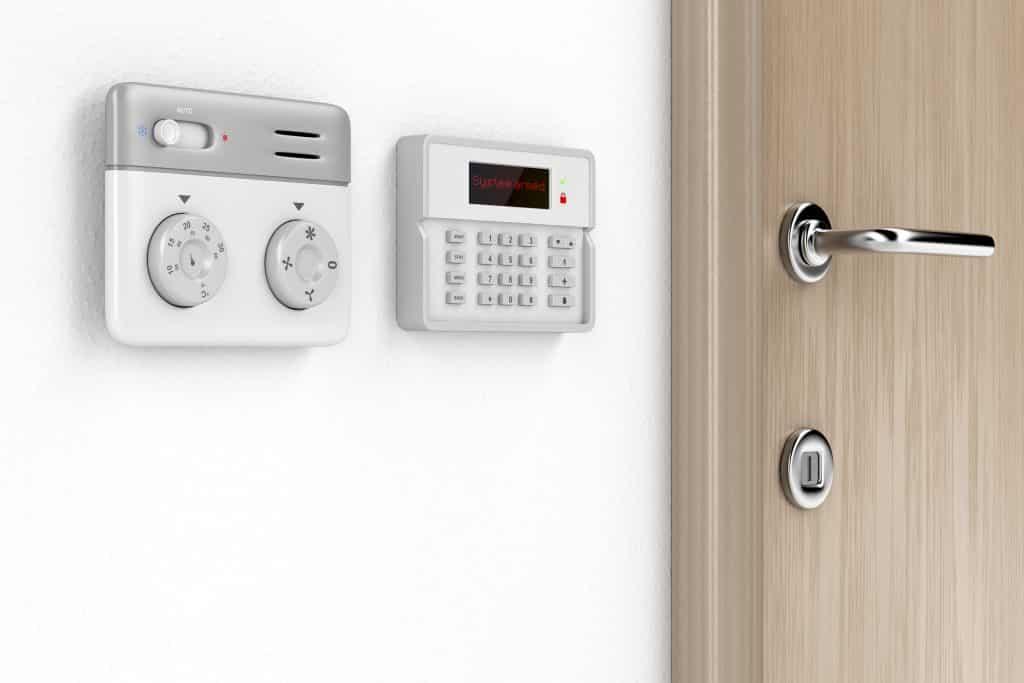 dissuader les cambrioleurs autour de sa maison avec une alarme