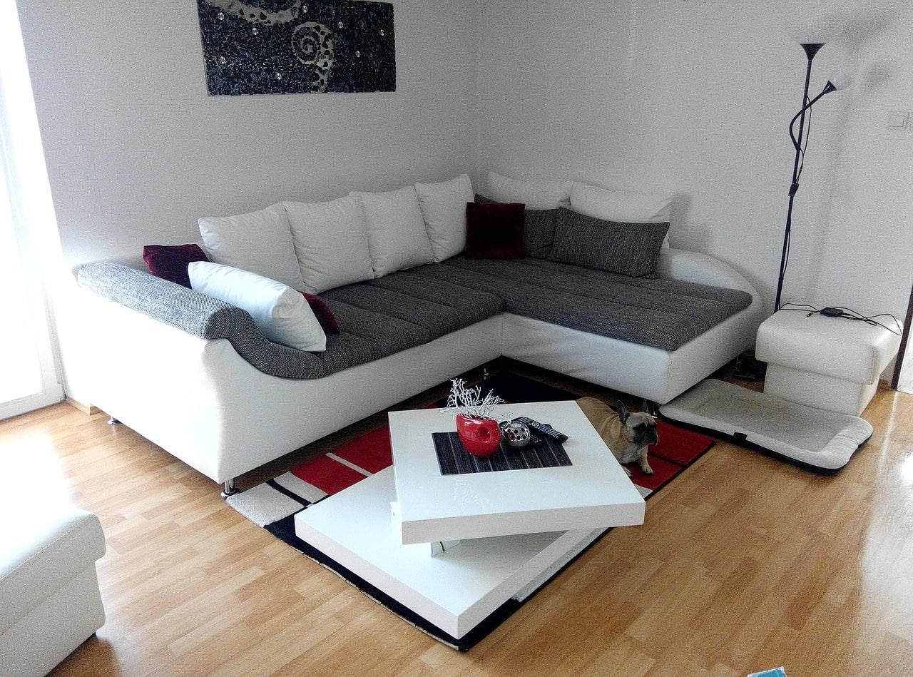 salon avec un canapé d'angle