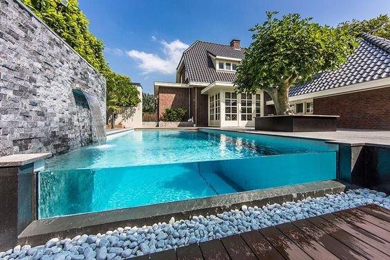 piscine semi-entérrée design